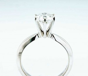 41917... 14 kt white gold solitaire ring with center round diamond