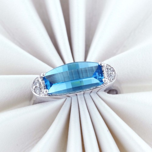 Radiant and Seductive 3.00 Carats Barrel Cut London Blue Topaz Sterling Silver Ring Size 7 $75.00